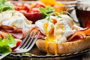 Chilli Peppers Grill & Pupuseria, Eggs Benedict